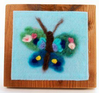園小混合クラス4月2回目・羊毛で描く春
