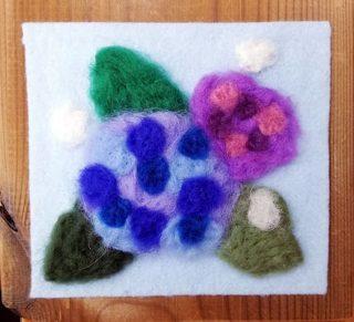 園小混合クラス6月2回目・羊毛で描く「あじさい」